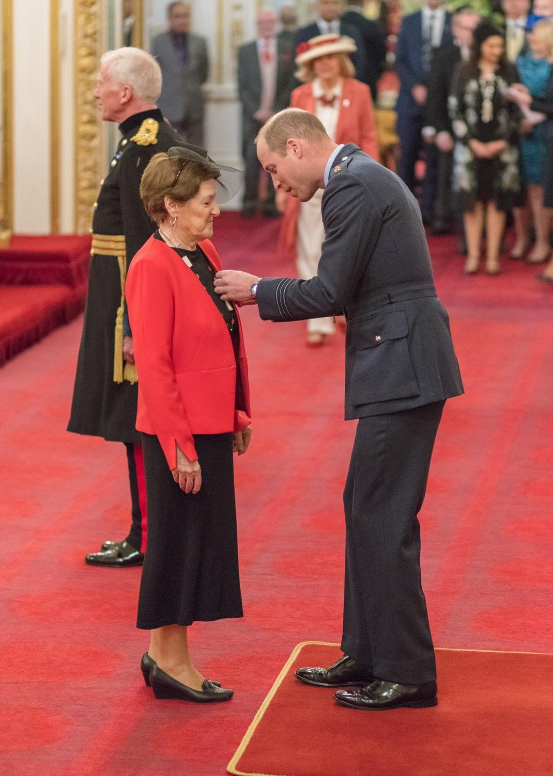 anne-mcewan-obe-investiture-duke-cambridge (1)