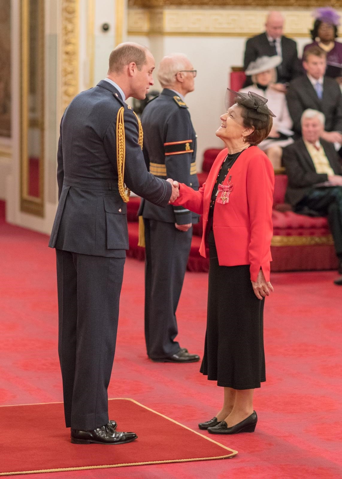 anne-mcewan-obe-investiture-duke-cambridge (3)