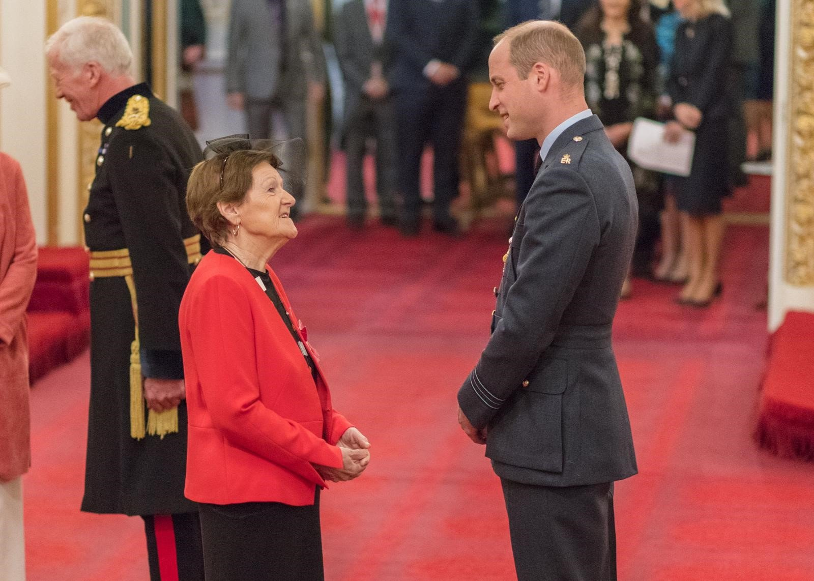 anne-mcewan-obe-investiture-duke-cambridge (4)